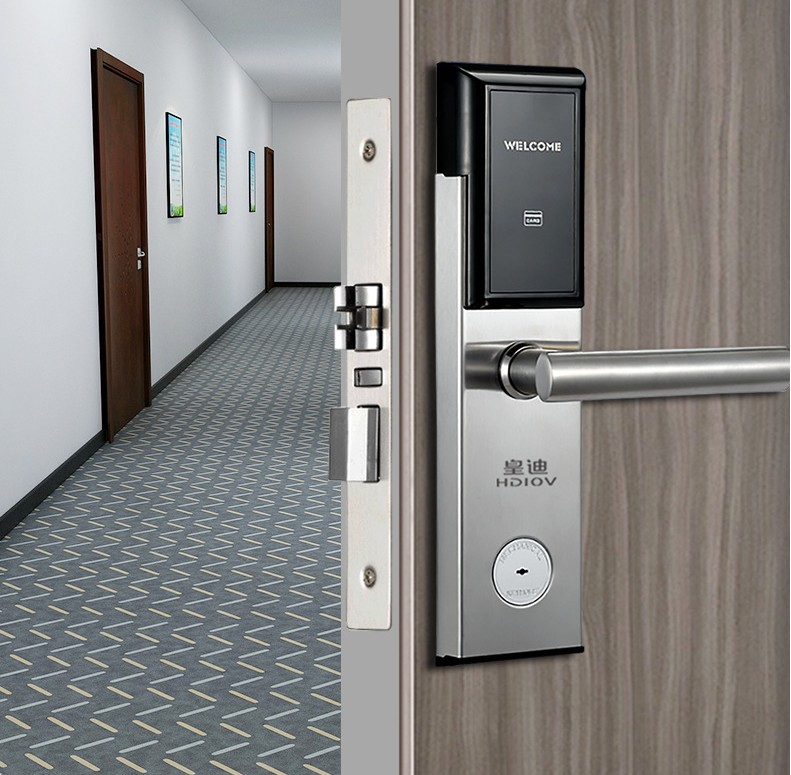 换不锈钢门锁好还是锌合金的好